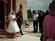 A už jde nevěsta